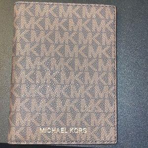Michael Kors Bedford Travel Wallet